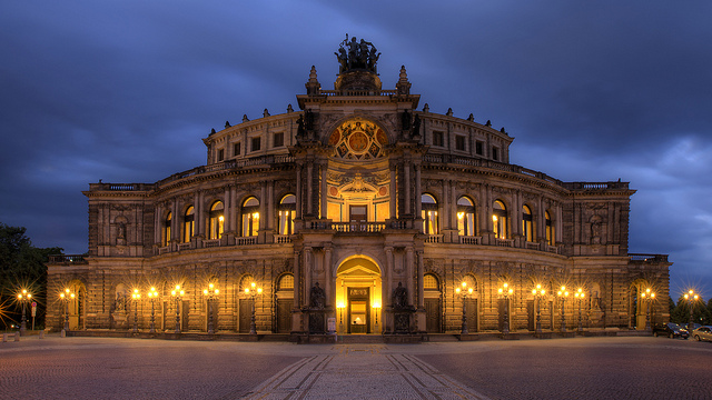 semper oper dresden image taken at night
